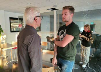 Frölundas presschef Peter Pettersson Kymmer efter att ha fått nyheten att den webbadress klubben helst vill ha – den finns. Tack vare Viktor Mark.