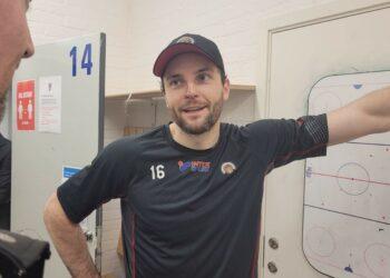 Stefan Elliott var bedövad (brutna näsan) efter matchen, var på gott humör efter sitt fina 2–1-mål.