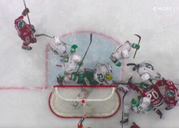 Så här nära var det att Frölunda fick in en 3–3-puck mo Rögle i slutsekunderna. Foto: C MORE (skärmdump)
