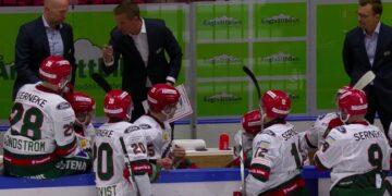 Frölundas tränare Roger Rönnberg ger order i båset under 3-4-matchen mot Malmö. Foto:C MORE (skärmdump)