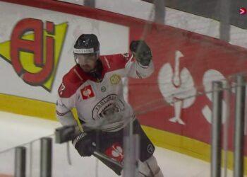 Patrik Carlsson sänkte sin gamla klibb HIFK med två mål på 1.45. Foto: VIAPLAY (skärmdump)