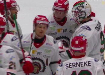 Matt Tomkins klappas om efter Frölundas 2–0 mot Skellefteå. Foto: C MORE (skärmdump)